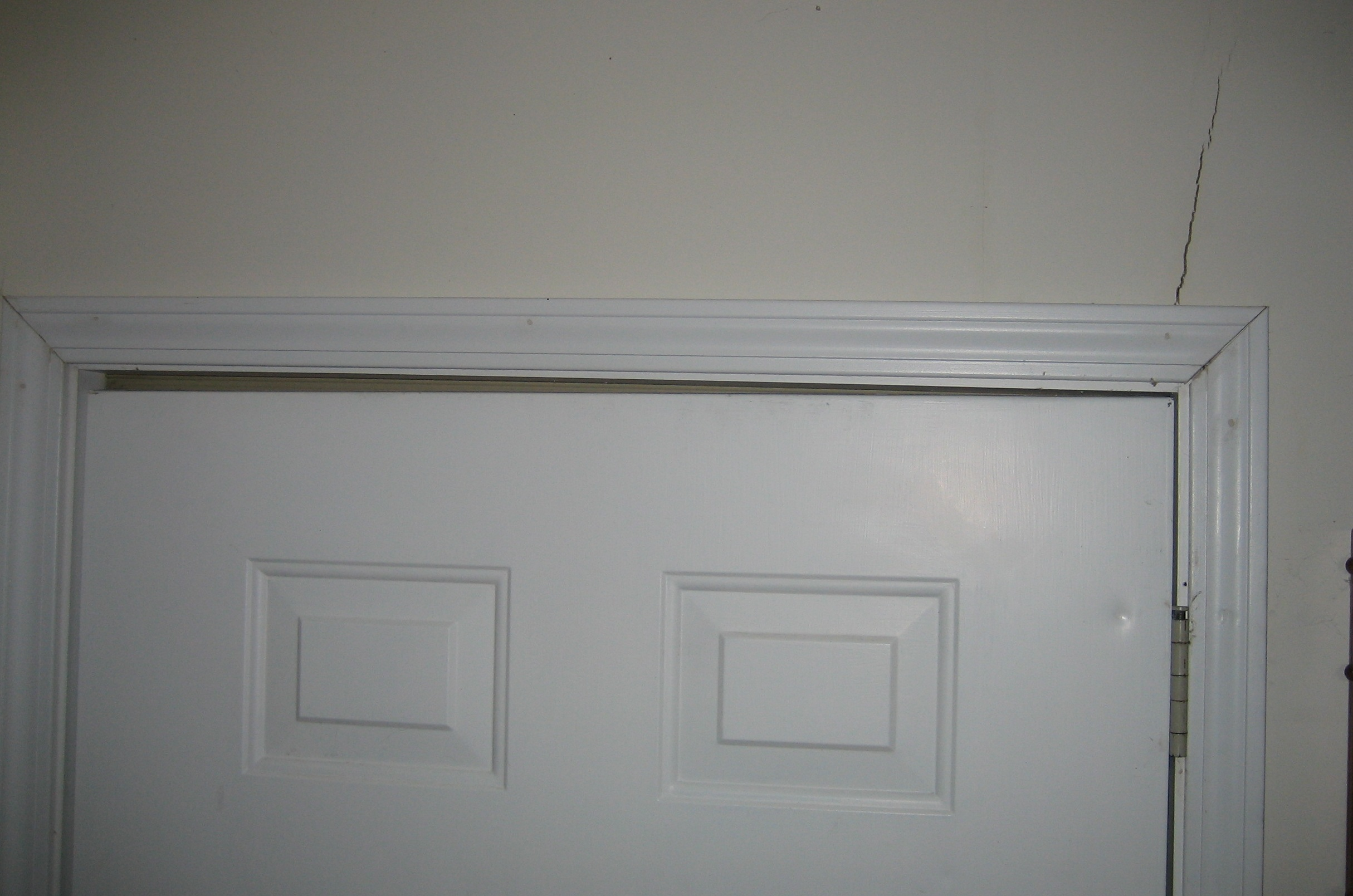 & Foundation Stress Cracks in Drywall Walls/Ceilings